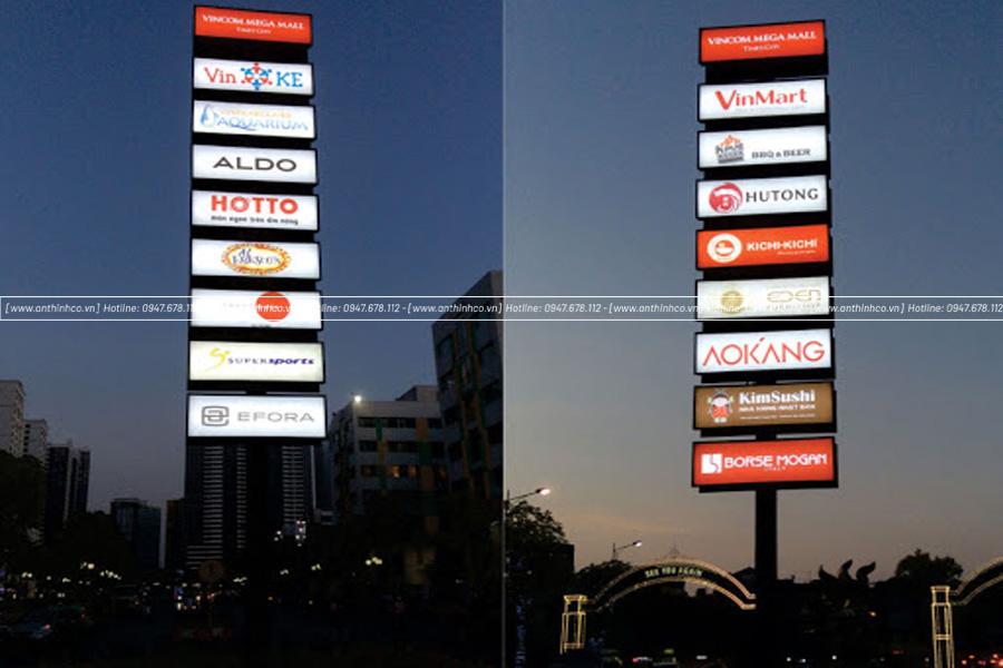Hộp đèn quảng cáo đặt ngoài đường với nhiều thương khác nhau