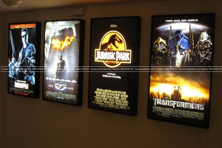Lightbox đặt trong rạp chiếu phim