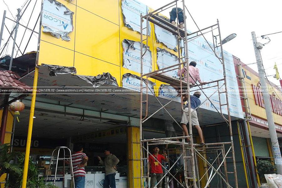 Xây dựng mặt dựng Alu cho cửa hàng điện thoại